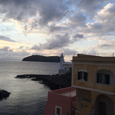 Scorci dell'isola di Ventotene 2
